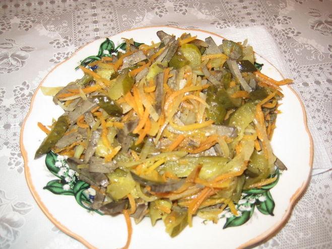 Рецепты салата из печени с солеными огурцами.